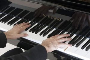 Klavierlehrer gesucht: Darum geht es in diesem Blog.