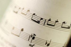 In unserem heutigen Beitrag geht es um Musiknoten lernen.